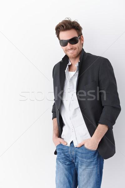 Stock fotó: Férfi · napszemüveg · fiatalember · visel · mosolyog · boldogan