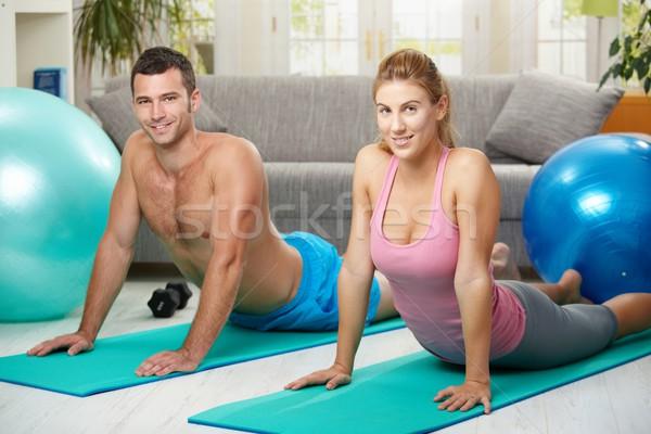 Paar abdominaal fitness matras huis Stockfoto © nyul