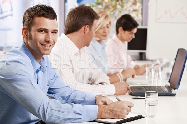 Zdjęcia stock: Biznesmen · zauważa · prezentacji · młodych · działalności