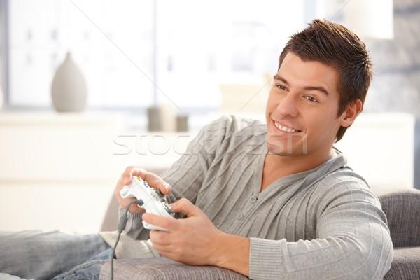 Jonge vent genieten computerspel spelen bedieningshendel Stockfoto © nyul
