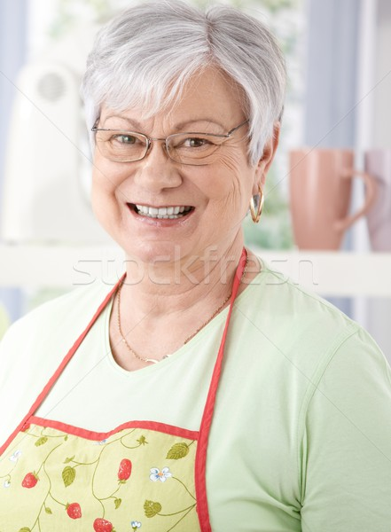 Retrato senior mulher sorrindo alegremente cozinhar Foto stock © nyul