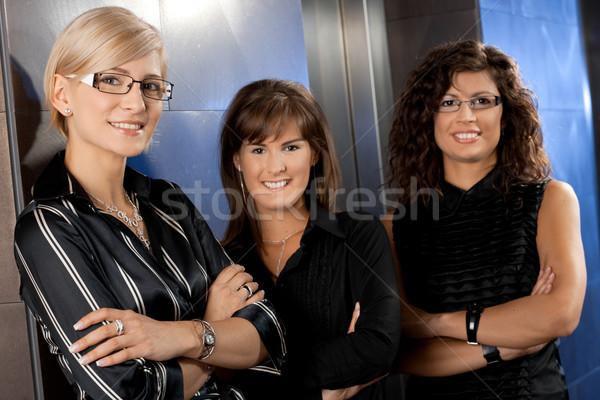 Stockfoto: Onderneemsters · wachten · lift · aantrekkelijk · jonge · kantoor