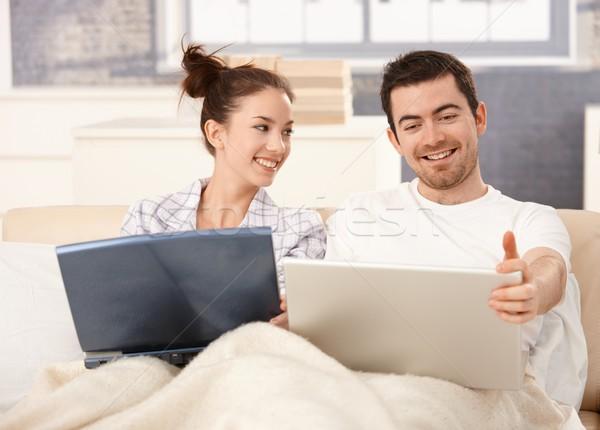 используя ноутбук кровать домой улыбаясь рабочих Сток-фото © nyul