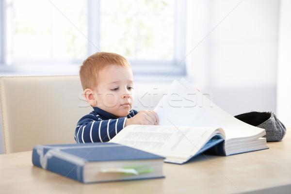Kicsi gyerek játszik iskolás fiú ül asztal Stock fotó © nyul