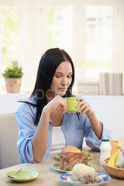 Stock fotó: Csinos · nő · reggeli · iszik · kávé · otthon · nő