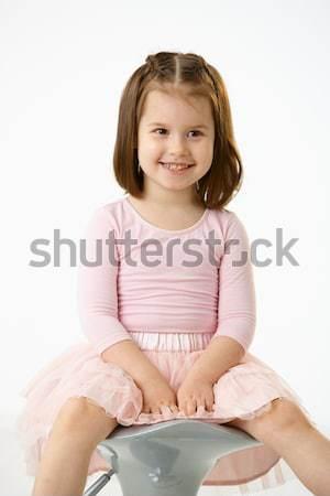 Foto stock: Little · girl · sessão · cadeira · retrato · feliz