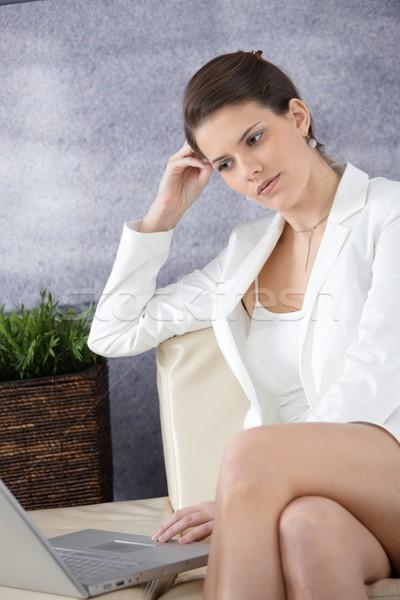 Atrakcyjny kobieta interesu biuro lobby posiedzenia sofa Zdjęcia stock © nyul
