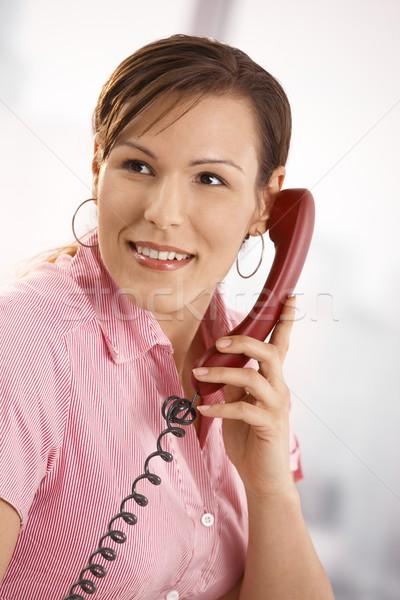 Foto stock: Oficinista · hablar · teléfono · primer · plano · retrato · casual
