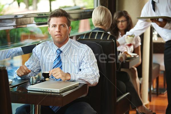 Stockfoto: Zakenman · vergadering · cafe · koffie · tabel · De · ober