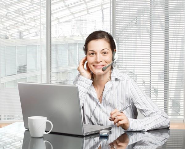 Operatora zestawu młodych uśmiechnięty laptop nowoczesne Zdjęcia stock © nyul
