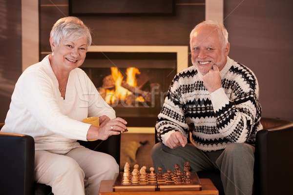 Foto stock: Retrato · ancianos · Pareja · jugando · ajedrez · casa