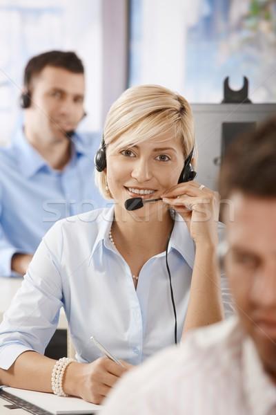 Stockfoto: Exploitant · praten · hoofdtelefoon · jonge · klantenservice · werken