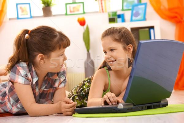 Kislányok számítógéphasználat otthon laptopot használ számítógép padló Stock fotó © nyul