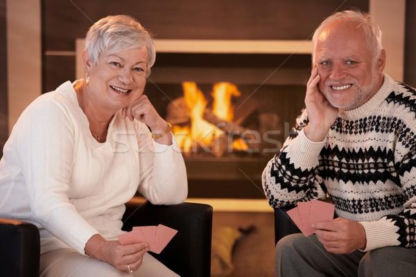 Foto stock: Feliz · pareja · de · ancianos · cartas · casa · retrato