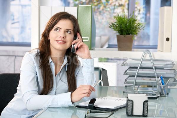 Zdjęcia stock: Kobiet · asystent · telefonu · posiedzenia · biuro