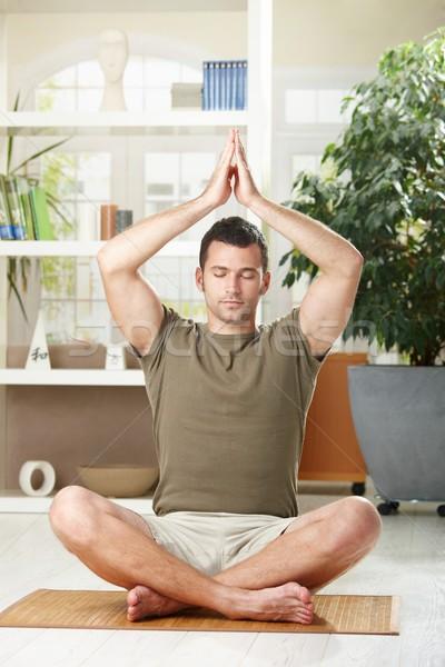 Stok fotoğraf: Adam · yoga · egzersiz · ev · oturma · zemin