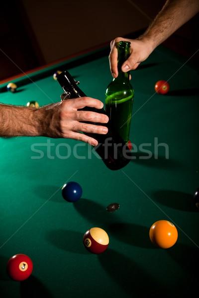 Iszik sör snooker férfiak üvegek fölött Stock fotó © nyul