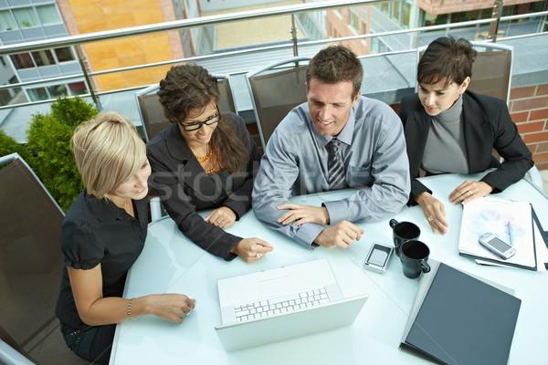 Stockfoto: Zakenlieden · vergadering · outdoor · groep · jonge · vergadering