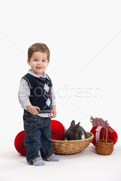 Peu garçon Pâques décoration heureux lapin de Pâques Photo stock © nyul