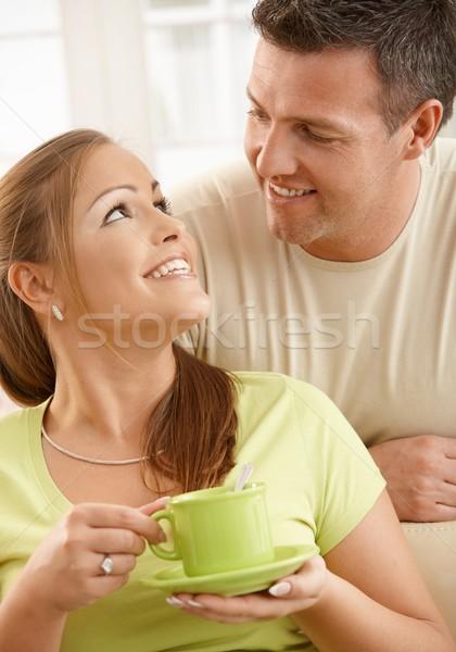 Stock fotó: Boldog · pár · teáscsésze · ül · nappali · nő
