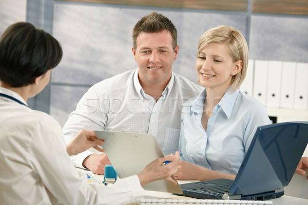 Photo stock: Heureux · couple · médecin · parler · médicaux · spécialiste