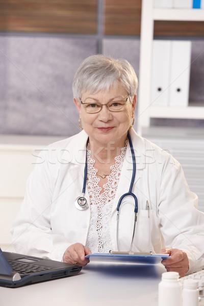 Foto stock: Retrato · senior · médico · sessão · escritório · olhando