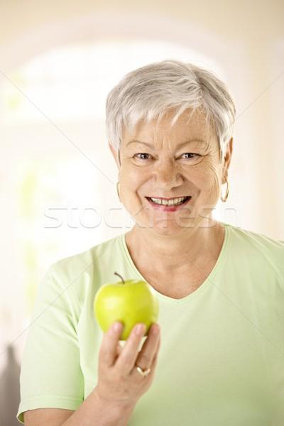Zdjęcia stock: Zdrowych · starszy · kobieta · jabłko