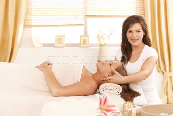 Fiatal vonzó nő szépségápolás szépségszalon mosoly test Stock fotó © nyul