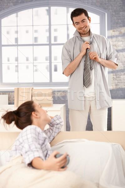 молодым человеком одевание вверх утра улыбаясь женщину Сток-фото © nyul