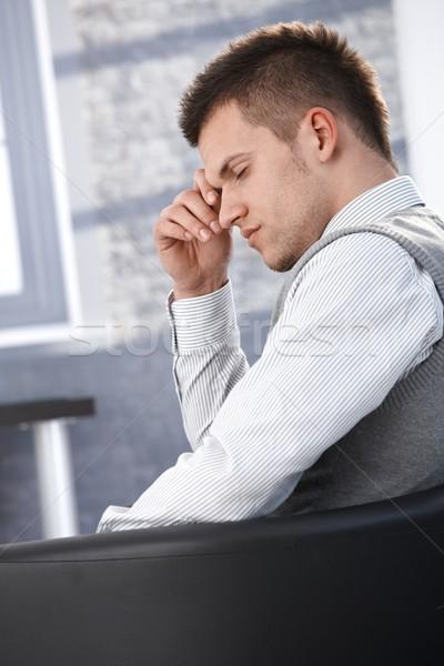 üzletember elvesz törik ül fotel csukott szemmel Stock fotó © nyul