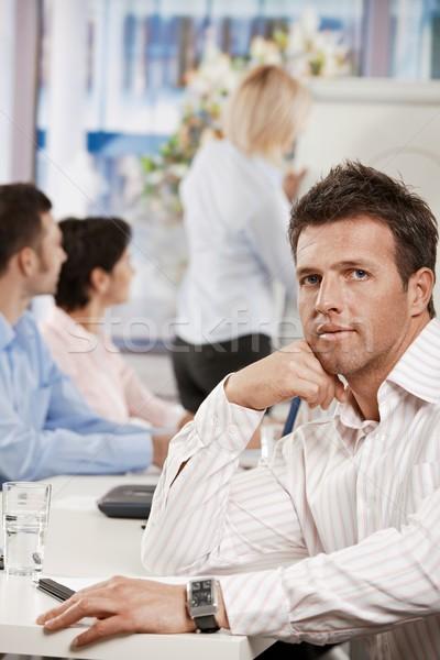 Foto stock: Empresário · sessão · tabela · escritório · olhando