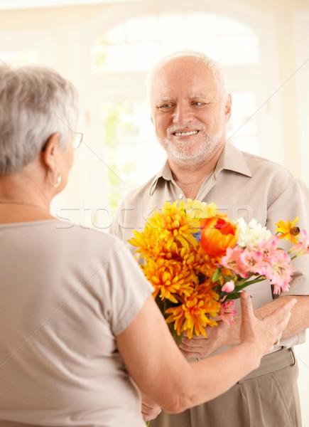 Stockfoto: Glimlachend · senior · man · bloemen · ouder · vrouw