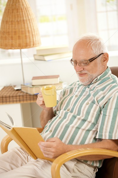 Сток-фото: пожилого · человека · чтение · книга · чай · кресло