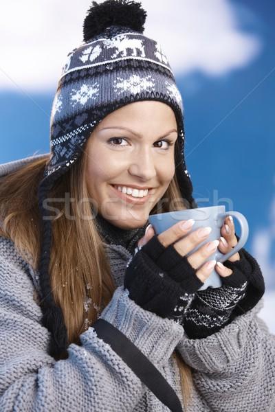 Stock foto: Anziehend · Skifahrer · trinken · Heißgetränk · lächelnd · jungen