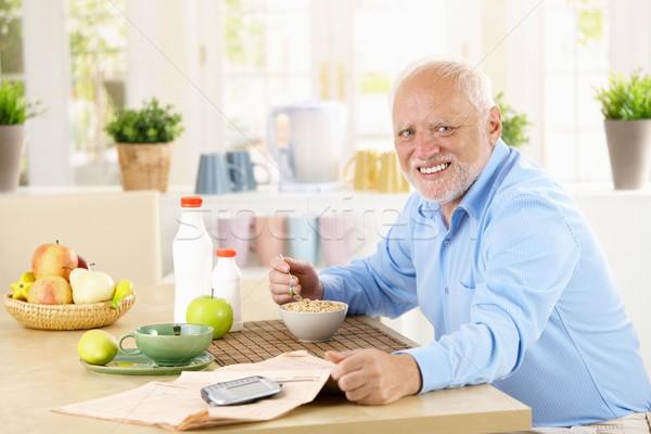 Foto stock: Alegre · senior · homem · café · da · manhã · saudável · cereal