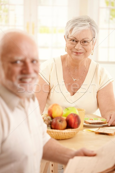 Foto stock: Feliz · senior · mulher · café · da · manhã · foco · sessão