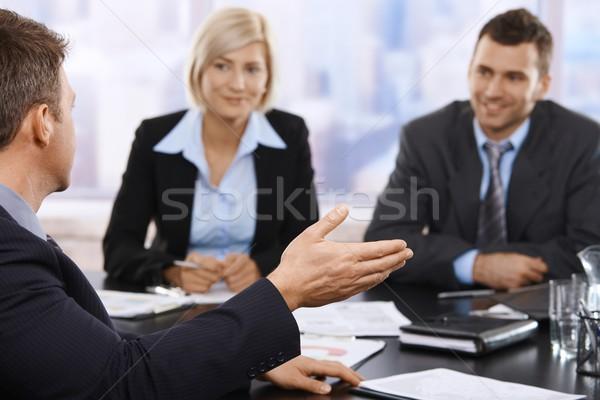 Stock fotó: üzleti · megbeszélés · üzletemberek · ül · megbeszélés · asztal · megbeszél