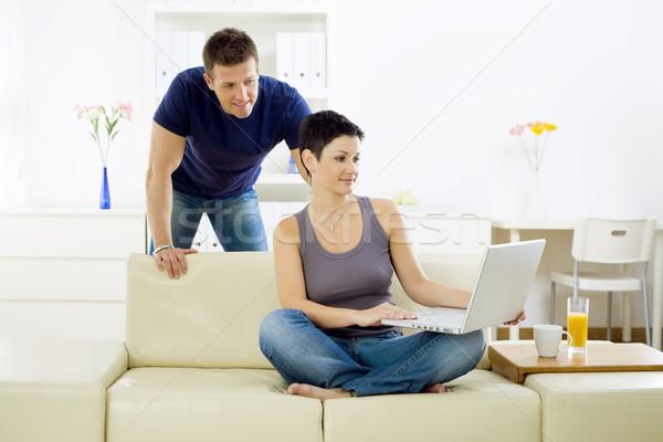 Сток-фото: компьютер · счастливым · интернет · портативного · компьютера · домой