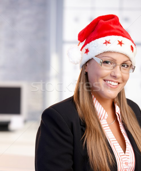 Stockfoto: Portret · jonge · vrouw · kerstman · hoed · kantoor