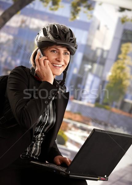 Stockfoto: Zakenvrouw · fiets · helm · portret · jonge