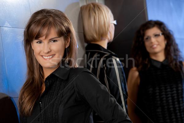 Stockfoto: Gelukkig · onderneemsters · jonge · zakenvrouw · glimlachend · team