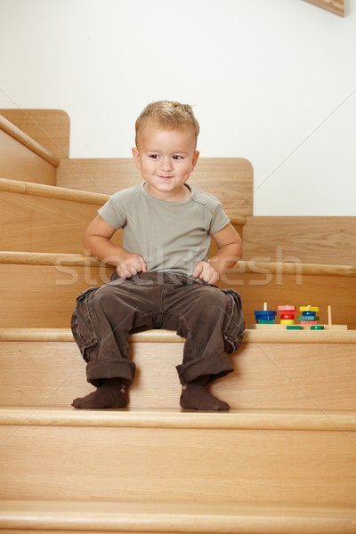 Weinig jongen spelen trap gelukkig vergadering Stockfoto © nyul