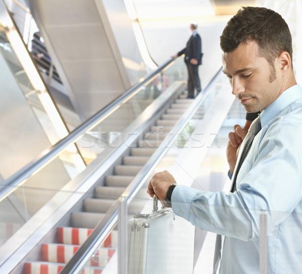 Сток-фото: бизнесмен · время · Постоянный · служба · лобби · глядя