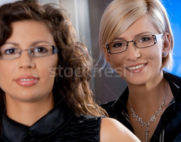 Stockfoto: Portret · onderneemsters · aantrekkelijk · jonge · glimlachend