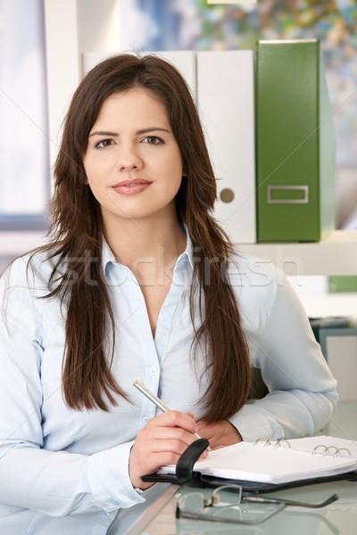 Zdjęcia stock: Kobieta · biuro · portret · młoda · kobieta · patrząc · kamery