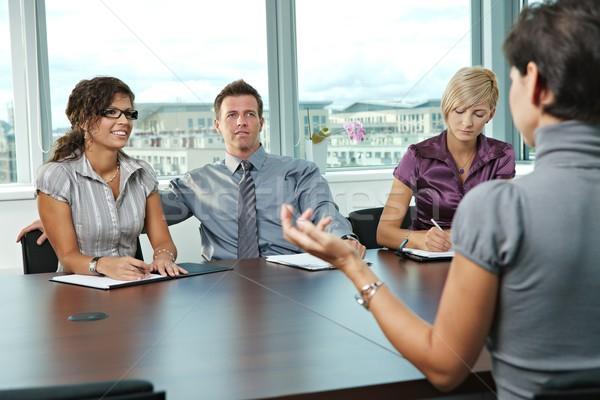 Stock fotó: üzletemberek · állásinterjú · panel · ül · asztal · tárgyalóterem