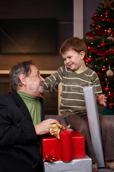 Foto stock: Natal · apresentar · avô · pequeno · menino