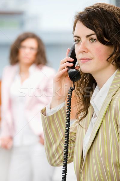 Recepcionista teléfono empresarias oficina llamando cara Foto stock © nyul