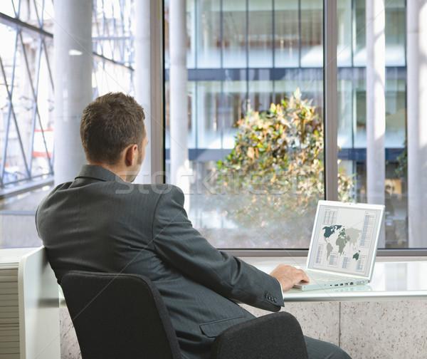 Empresario de trabajo sesión escritorio oficina ordenador portátil Foto stock © nyul