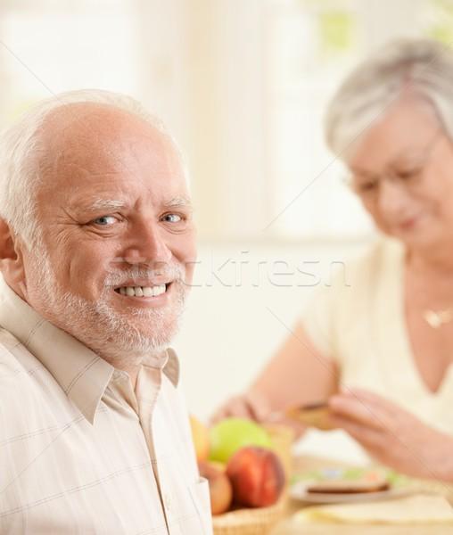 Foto stock: Retrato · feliz · senior · homem · café · da · manhã · sessão
